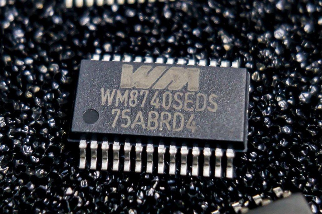 Wolfson Micro WM8740 24-bit 192kHz DAC 1