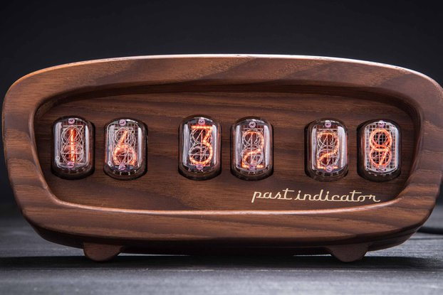 Sputnik-1 oak Nixie clock