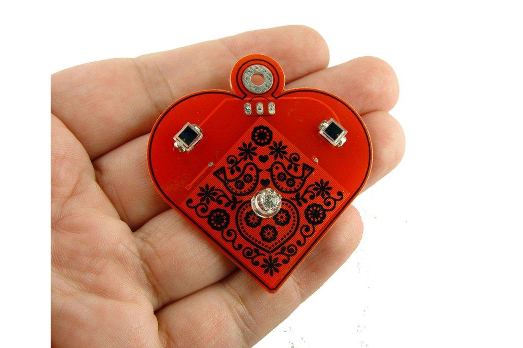 Solar powered flashing LED heart pendant 1