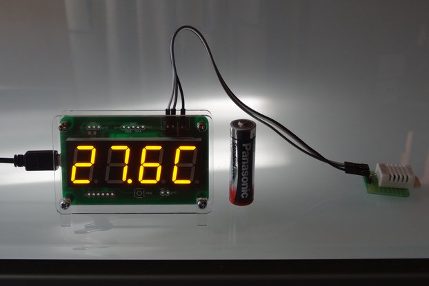 USB powered thermometer and hygrometer