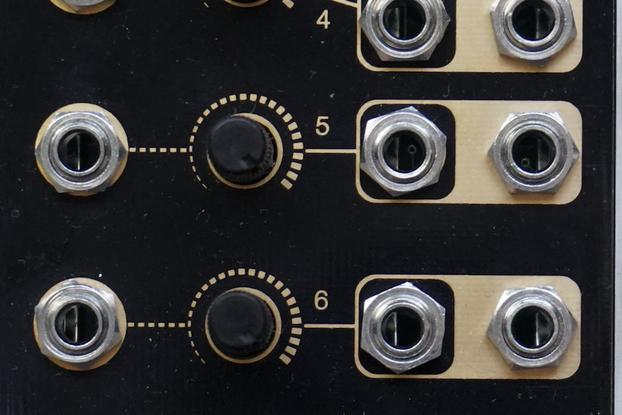 2^4^8 - 8CH VCA Eurorack module