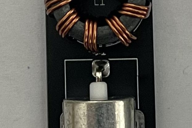 Tiny QRP 1:1 Balun (for a dipole antenna)