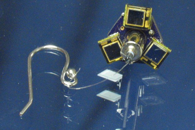 Earring, solar, motorized