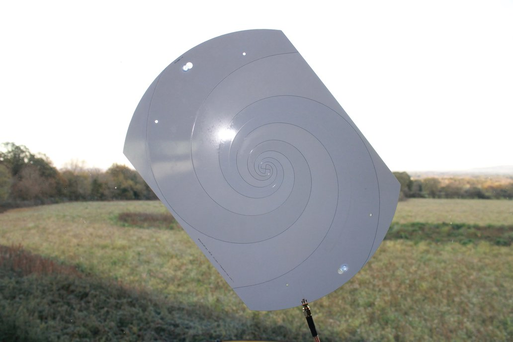 300MHz+ Log Spiral Antenna with Suction Mounts 9