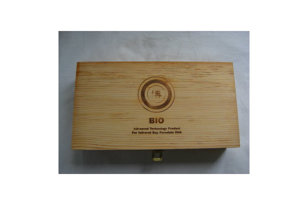 Wooden box with catch 1