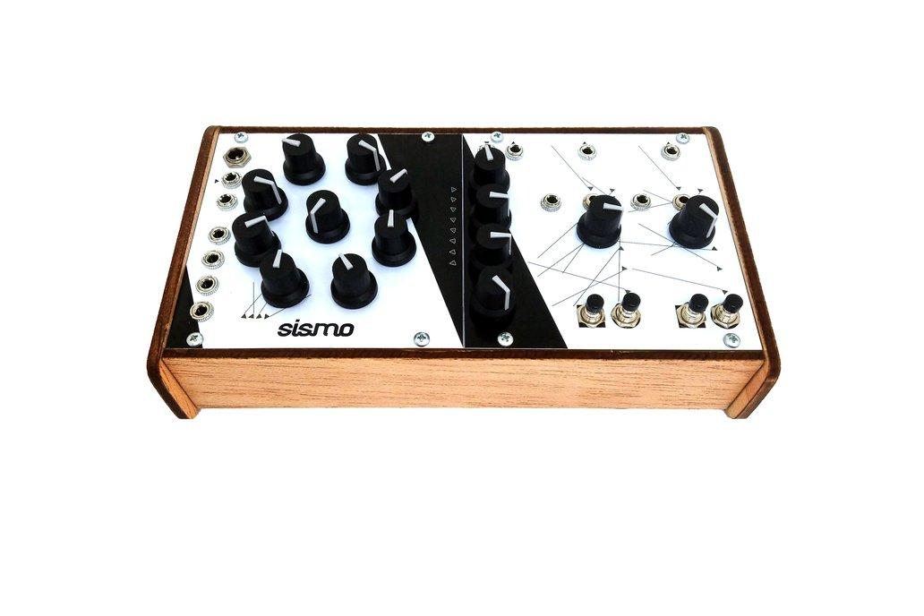 MAGYRUS Desktop analog Synthesizer 1