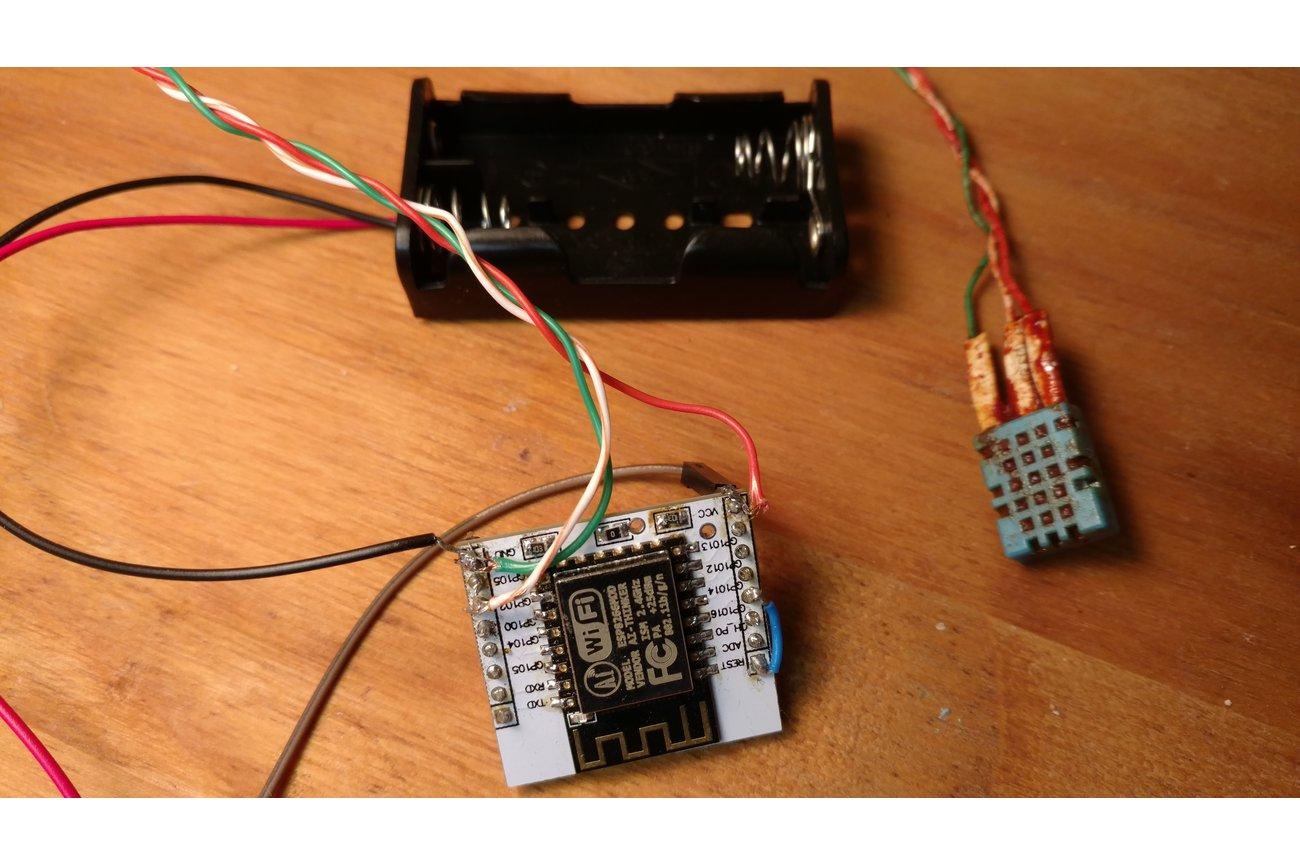 Wifi ESP8266 temp/humidity/voltage datalogger