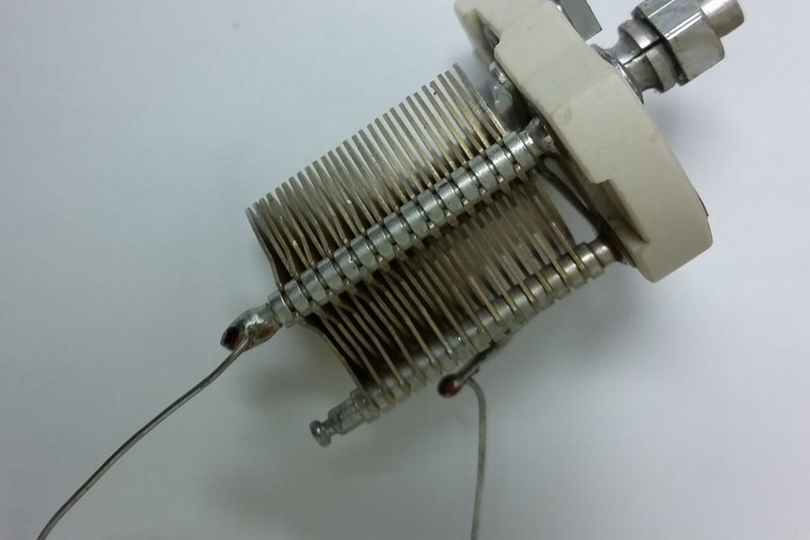 10pF to 100pF Air Trimmer Variable Capacitor