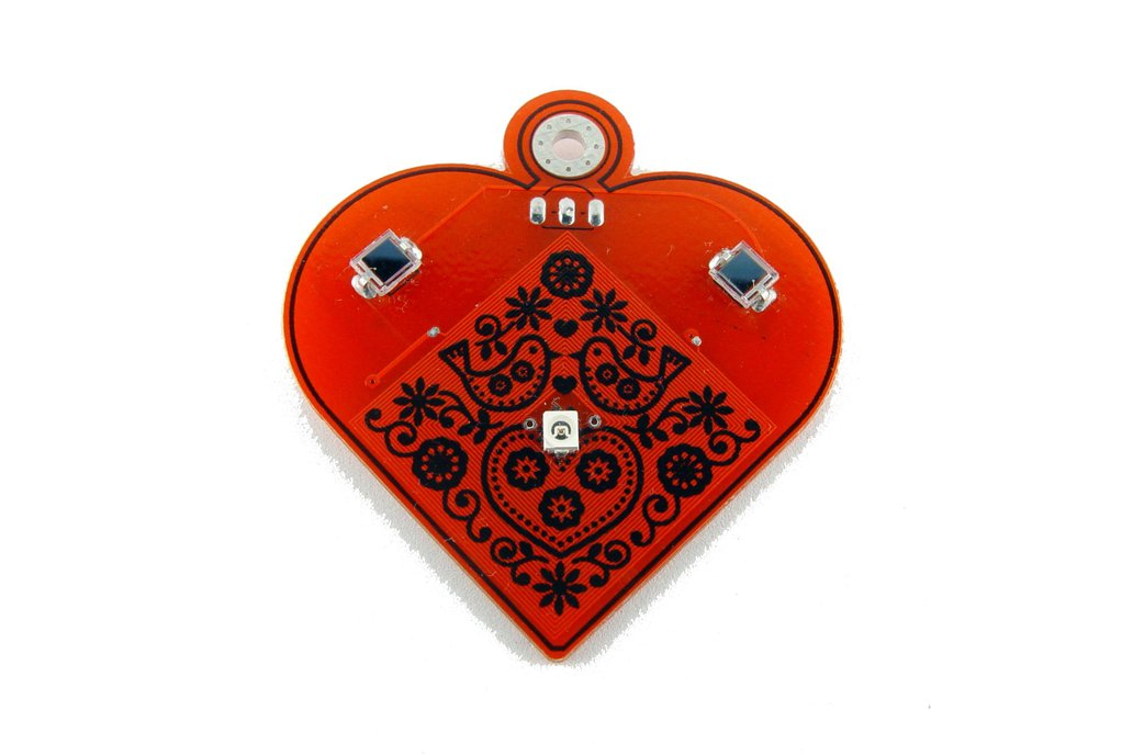 Solar powered flashing LED heart pendant 3