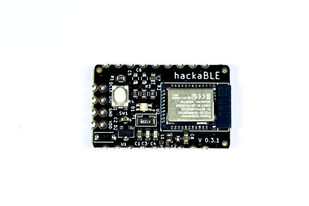 hackaBLE - tiny nRF52832 BLE development board 1