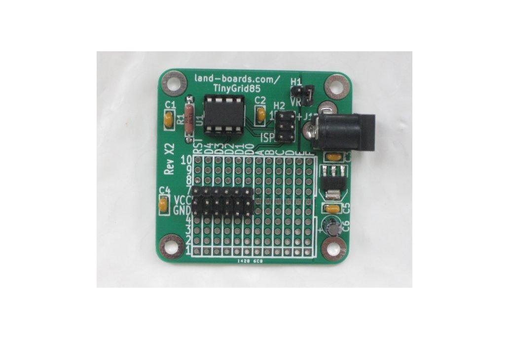 TinyGrid85 - ATTiny85 board with prototyping area 3