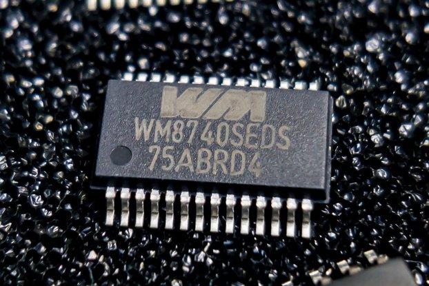 Wolfson Micro WM8740 24-bit 192kHz DAC