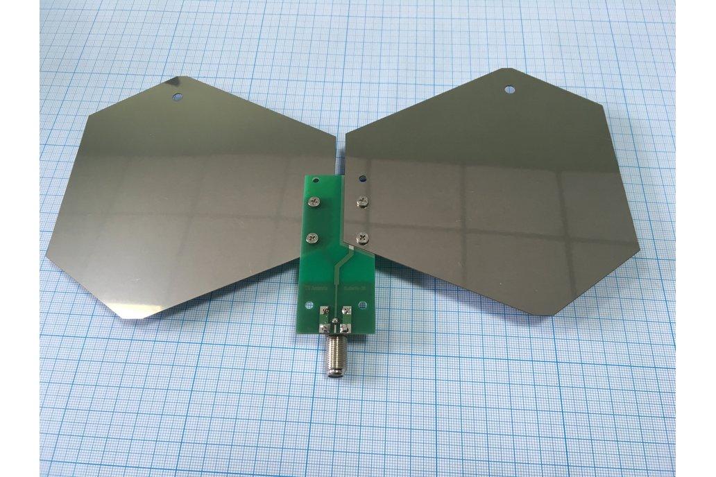 0.4-3GHz SDR/DVBT/Wi-Fi/GSM reconfigurable antenna 1