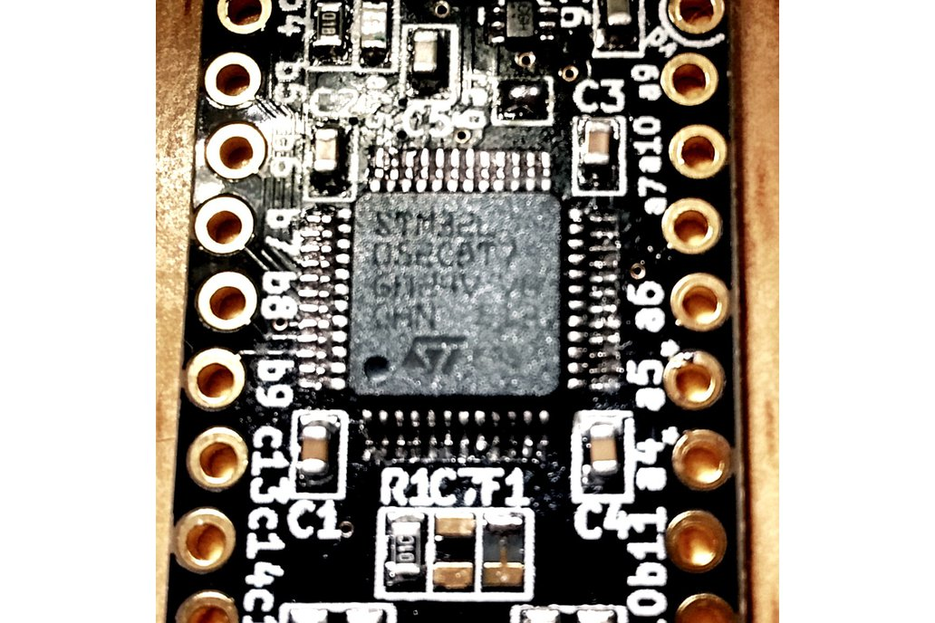 STM32 L052 or F072 breakout: the bat board 4