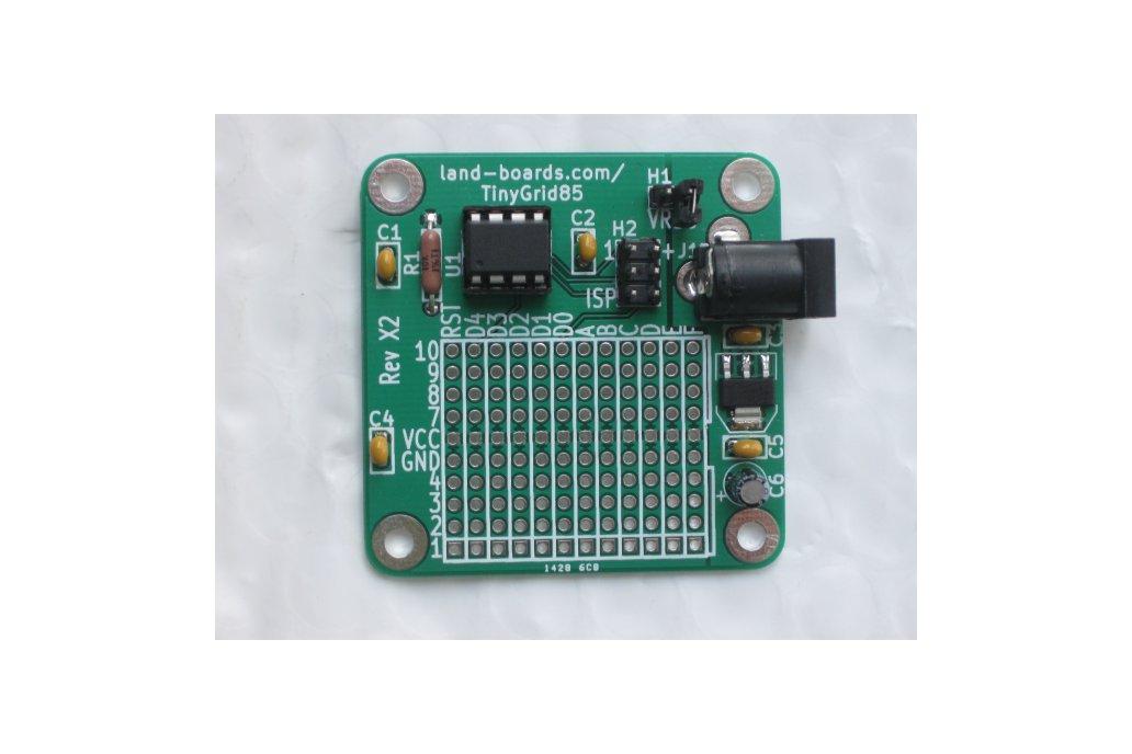 TinyGrid85 - ATTiny85 board with prototyping area 2