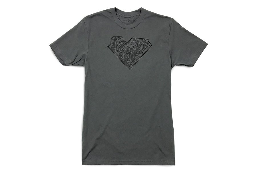 I HEART TECH - Graphic T-Shirt in Gunmetal Gray