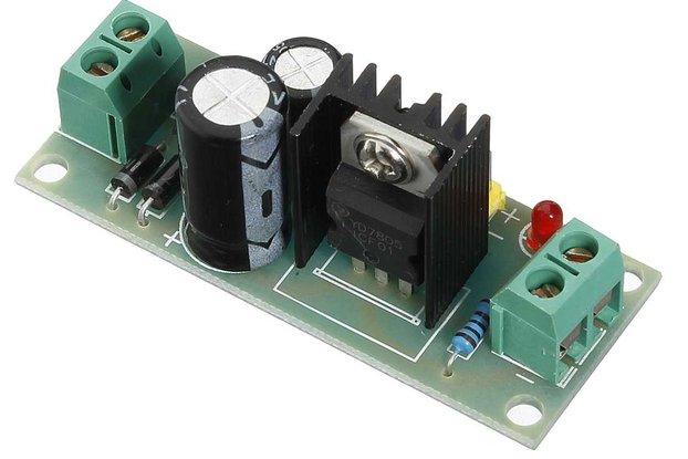 L7805 LM7805 Three Terminal Voltage Regulator