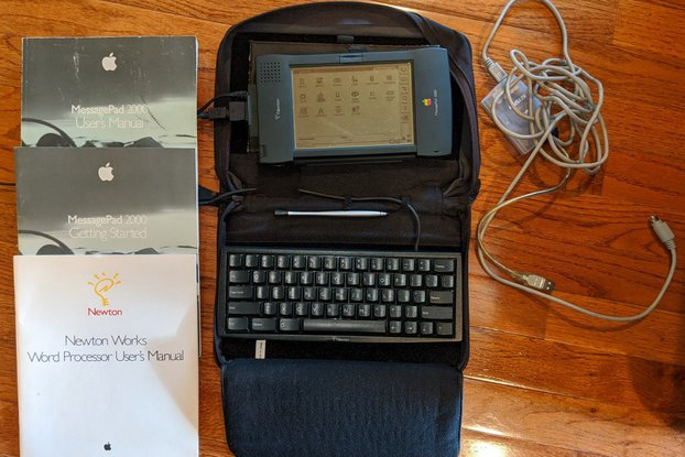 Apple Newton 2000 with Keyboard, Case, Manuals