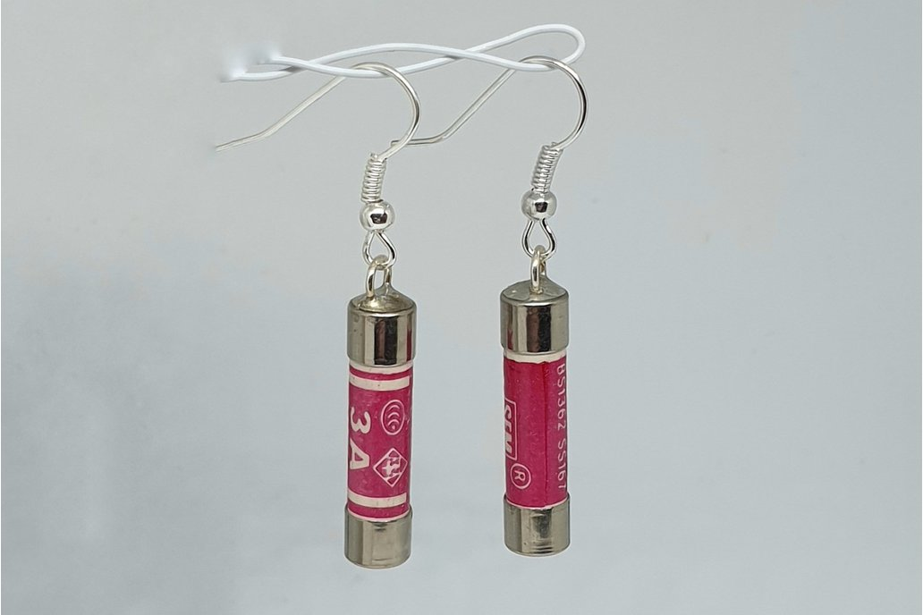 Short fuse earrings 1