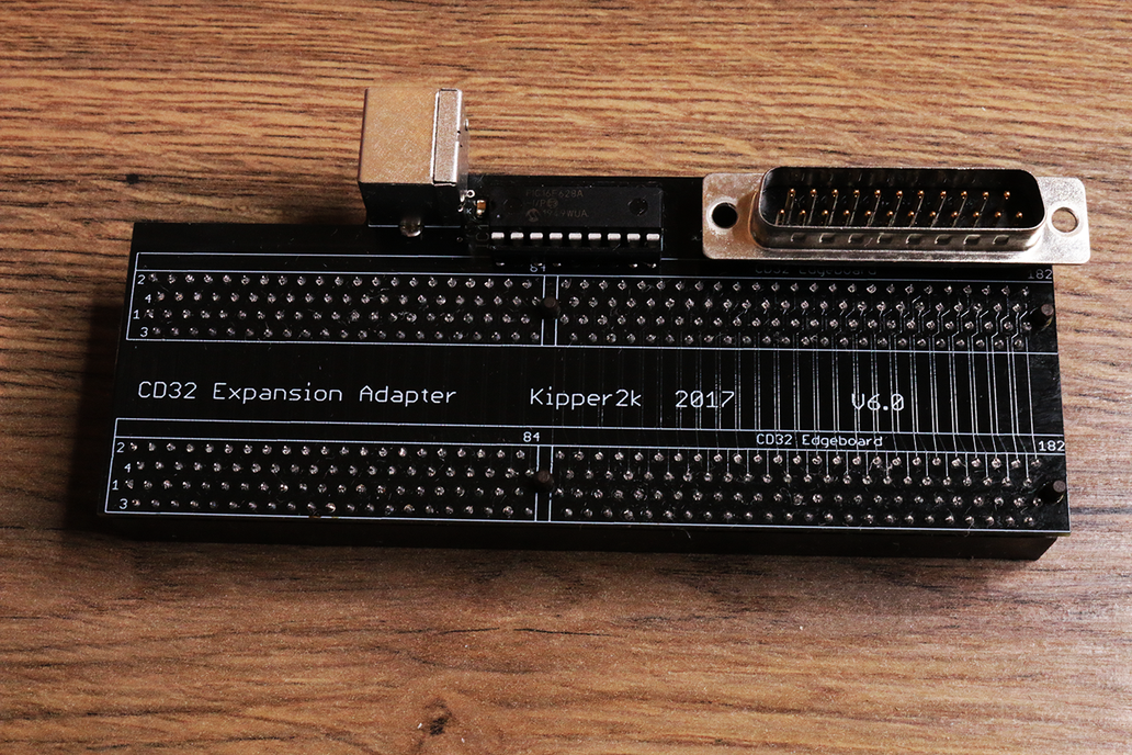 CD32 RISER with RGB out + PS/2 keyboard Amiga 1