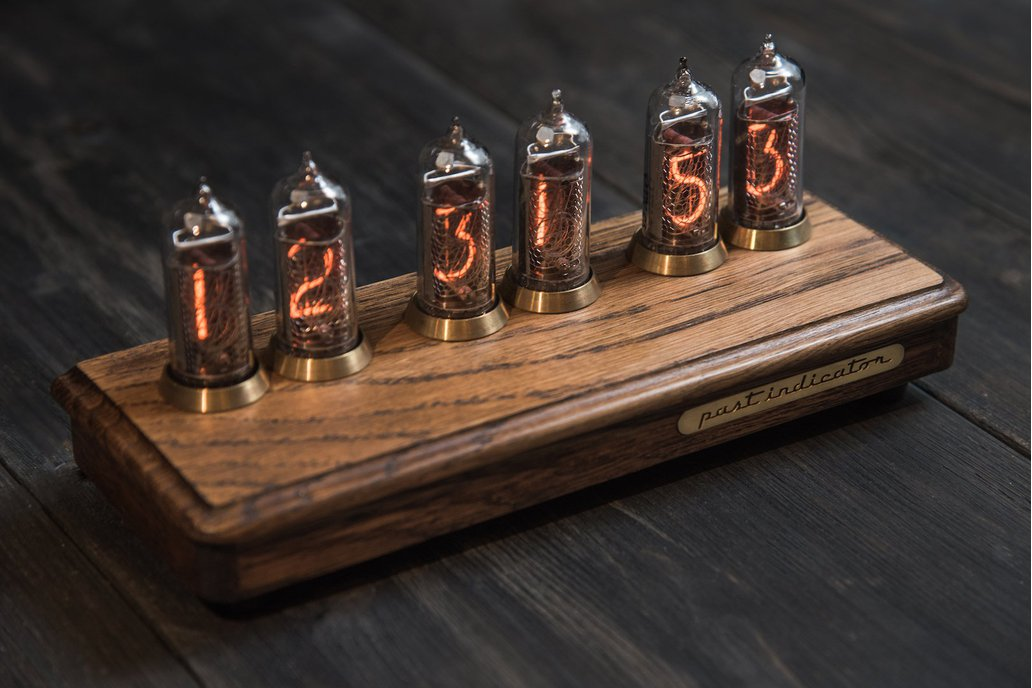 Vostok-2 oak Nixie tube clock 1