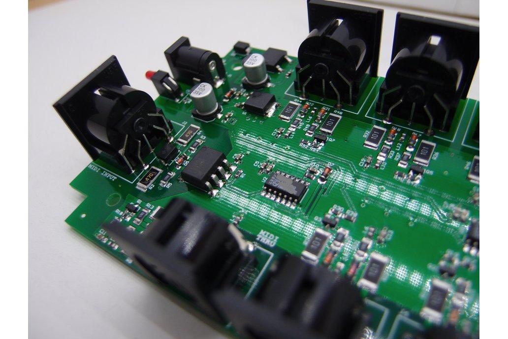8 Way MIDI Thru/Splitter Box 2