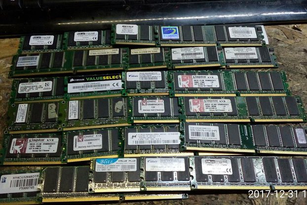 25 x assorted DDR Memory Modules
