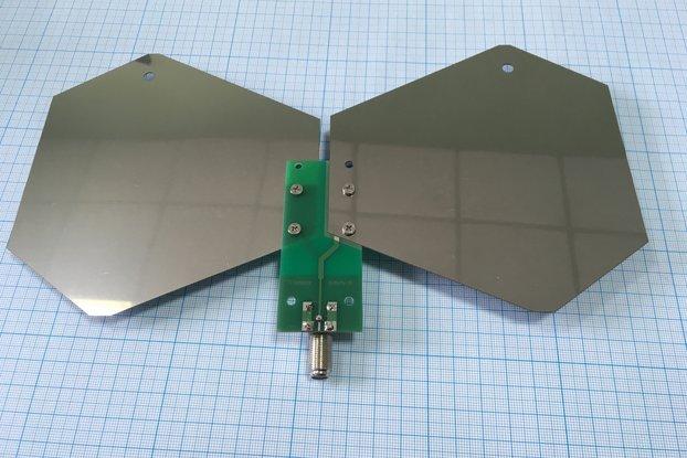 0.4-3GHz SDR/DVBT/Wi-Fi/GSM reconfigurable antenna