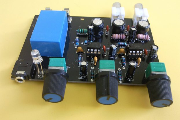 LM386 stereo amplifier with bass boosting