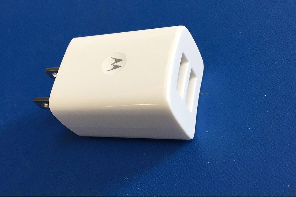 Motorola SPN5788A Dual USB 2-Port Power Adapter  1