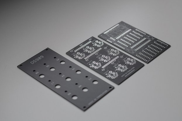 DS909 (panel and pcb)
