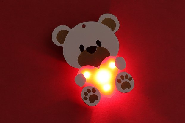 Teddy Bear Heart Light up (4 LED's) Pin