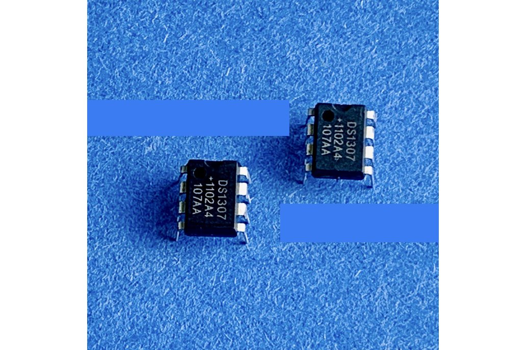 DS1306 RTC - Real Time Clock IC 8 Pin DIP 1