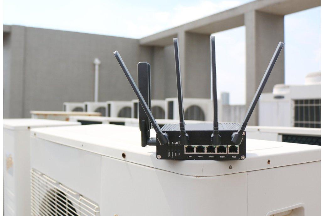 UR75 5G Industrial Cellular Router 1