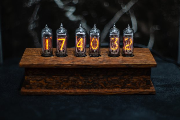 Nixie clock in 14 oak case 6 Tubes